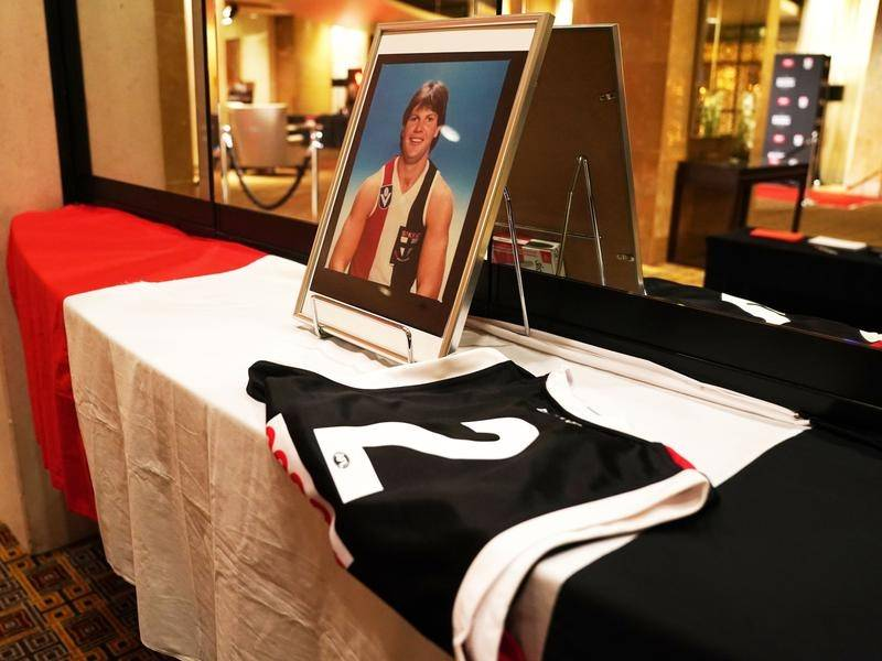 St Kilda great Danny Frawley has been remembered at a service on Wednesday.